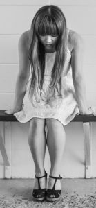 black_and_white_depressed_depression_dress_girl_sitting_tiles_waiting-951471.jpg!d